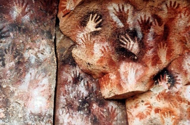 Composicion pinturas cueva de las manos