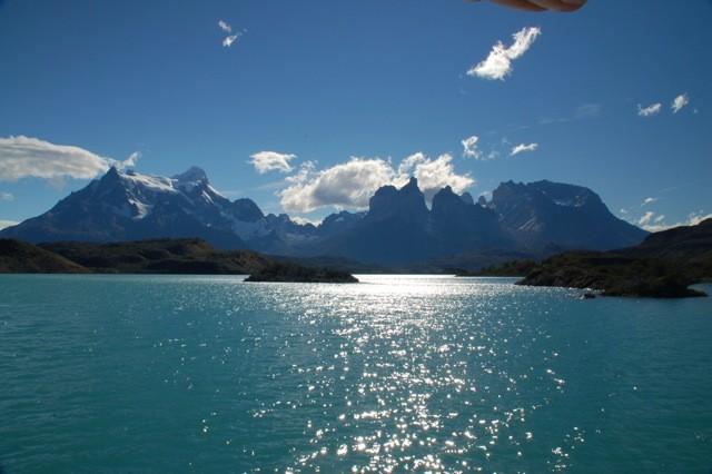Torres del Paine sobre el lago