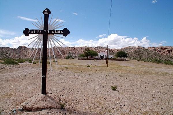 Iglesia en un pueblo en la ruta